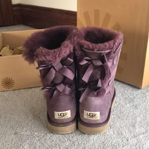 burgundy bailey bow uggs